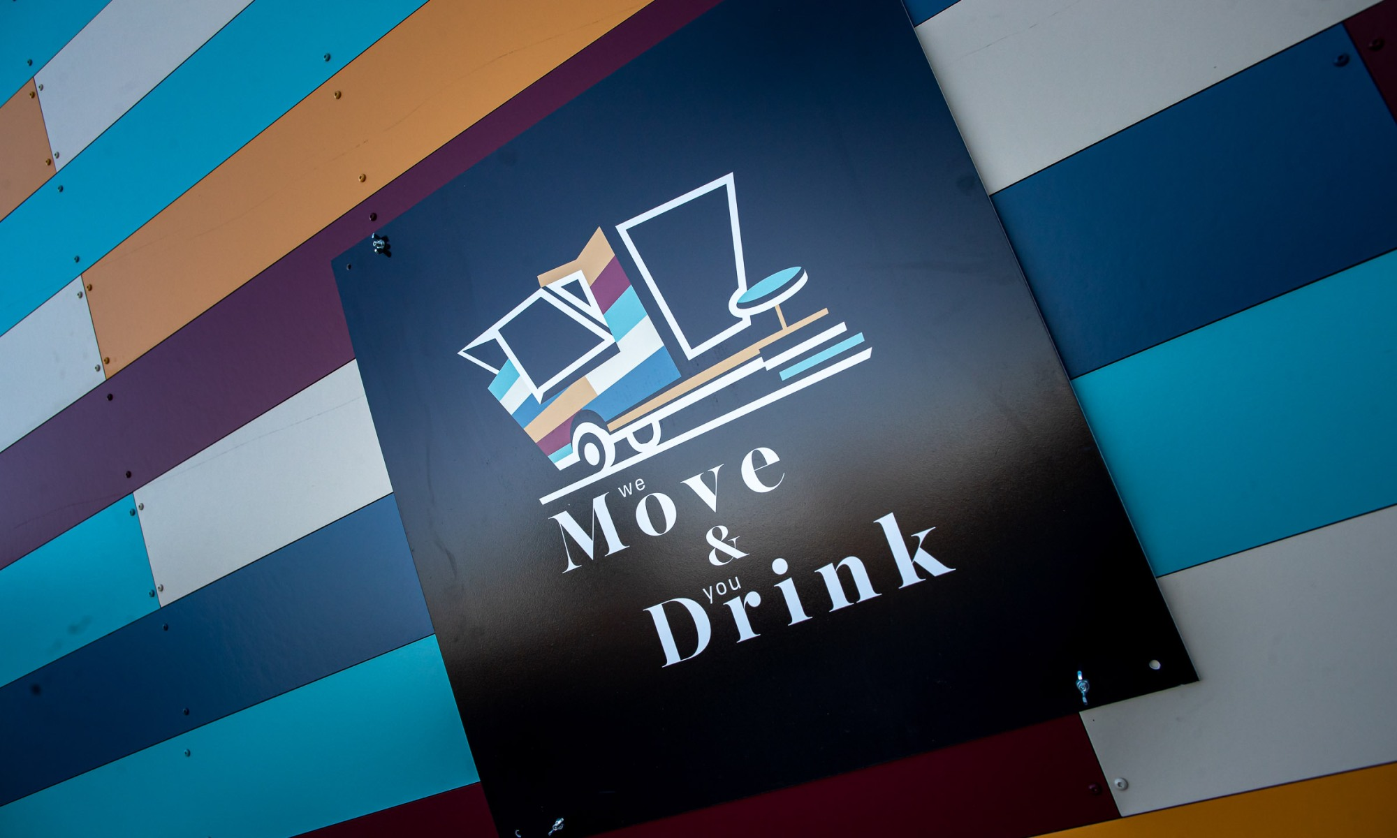 move and drink - bar - itinérant - foodtruck - truck - tiny - tinyhouse - tinyhome - homebar - party - tinybar - event - sur mesure - horeca - professionnel - boisson - cocktail - cocktails - expérience